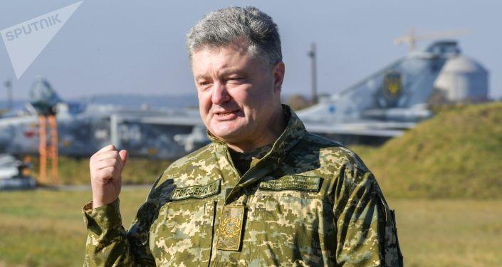 Prezydent Ukrainy Petro Poroszenko w czasie wizytacji Połączonego Centrum Operacyjnego