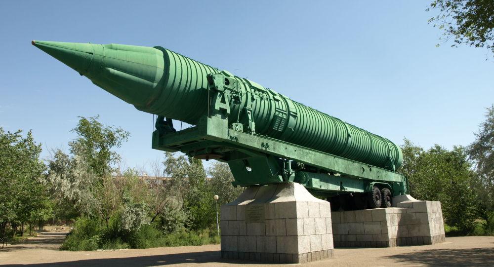 Międzykontynentalna rakieta balistyczna MR-UR-100 w mieście Bajkonur