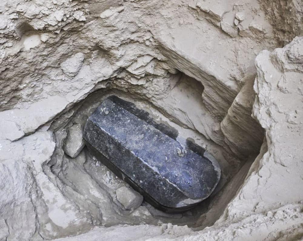Tajemniczy czarny sarkofag, znaleziony w egipskiej Aleksandrii