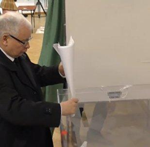 Jarosław Kaczyński oddaje głos na wyborach samorządowych 2018