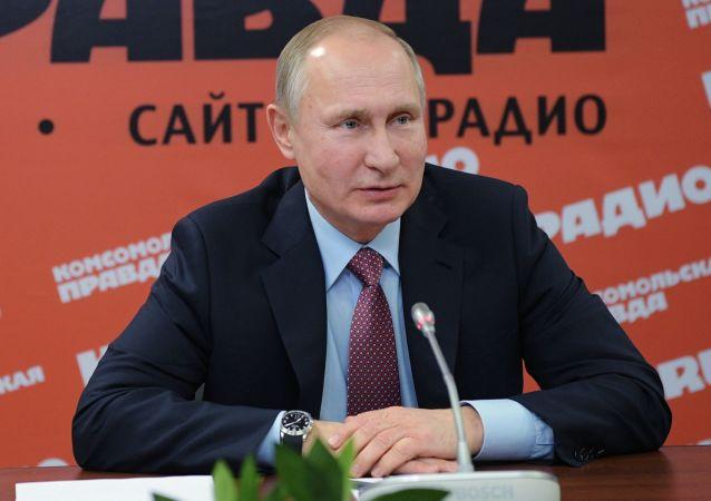 Prezydent Rosji Władimir Putin na spotkaniu z dyrektorami mediów drukowanych i agencji informacyjnych w redakcji gazety Komsomolska prawda