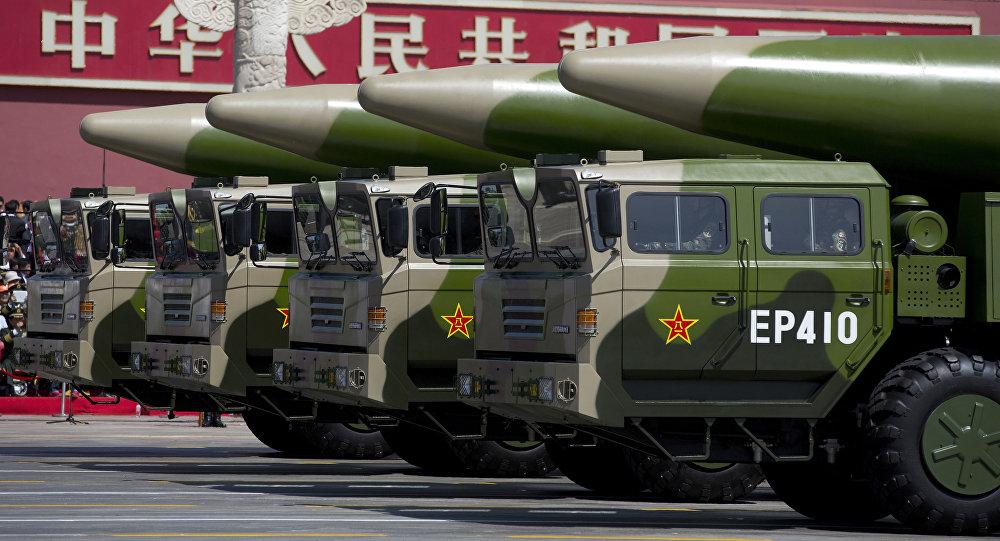 Chińskie pociski balistyczne na paradzie w Pekinie