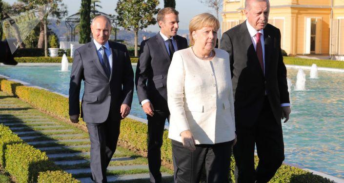Angela Merkel, Władimir Putin, Emmanuel Macron i Tayyip Erdogan na szczycie w Stambule w sprawie Syrii