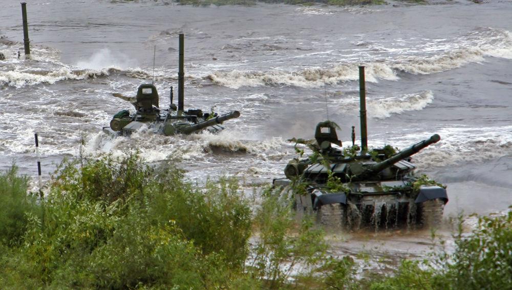 Czołg konstrukcji radzieckiej T-72 został wprowadzony na uzbrojenie wojsk radzieckich w początku lat 70
