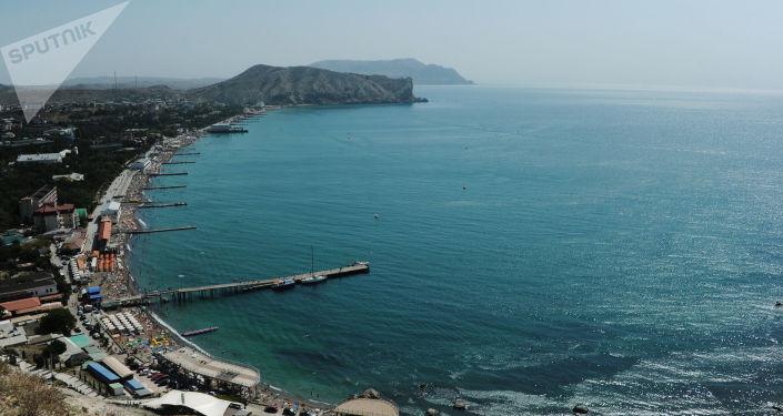 Widok na Morze Czarne i wybrzeże Sudaku na Krymie