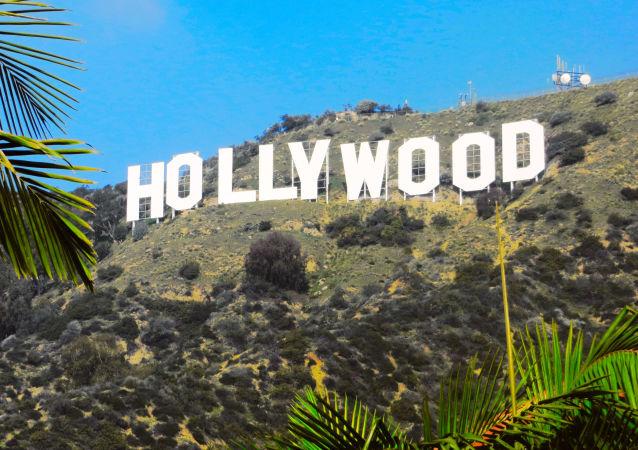 "Napis ""Hollywood na wzgórzach Hollywood Hills w Los Angeles"