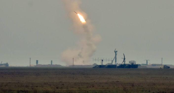 Wystrzały rakietowe w obwodzie chersońskim na Ukrainie