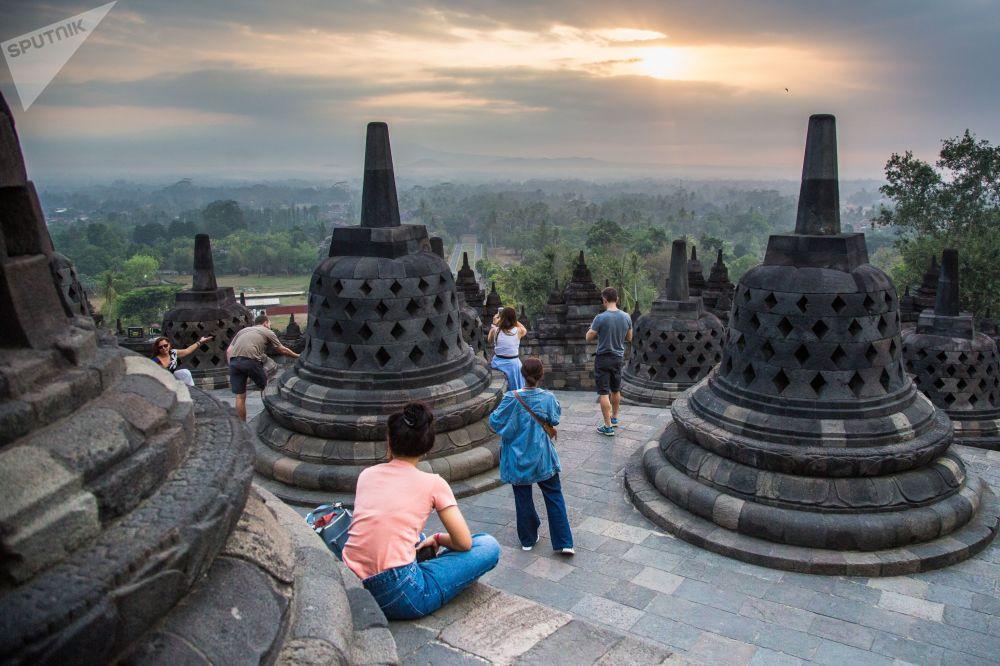 Borobudur - buddyjska świątynia na Jawie