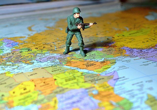 Figurka żołnierza na mapie Europy
