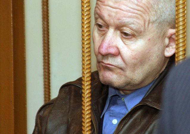 Seryjny morderca Siergiej Tkacz na sali sądowej w Dnieprze, rok 2008