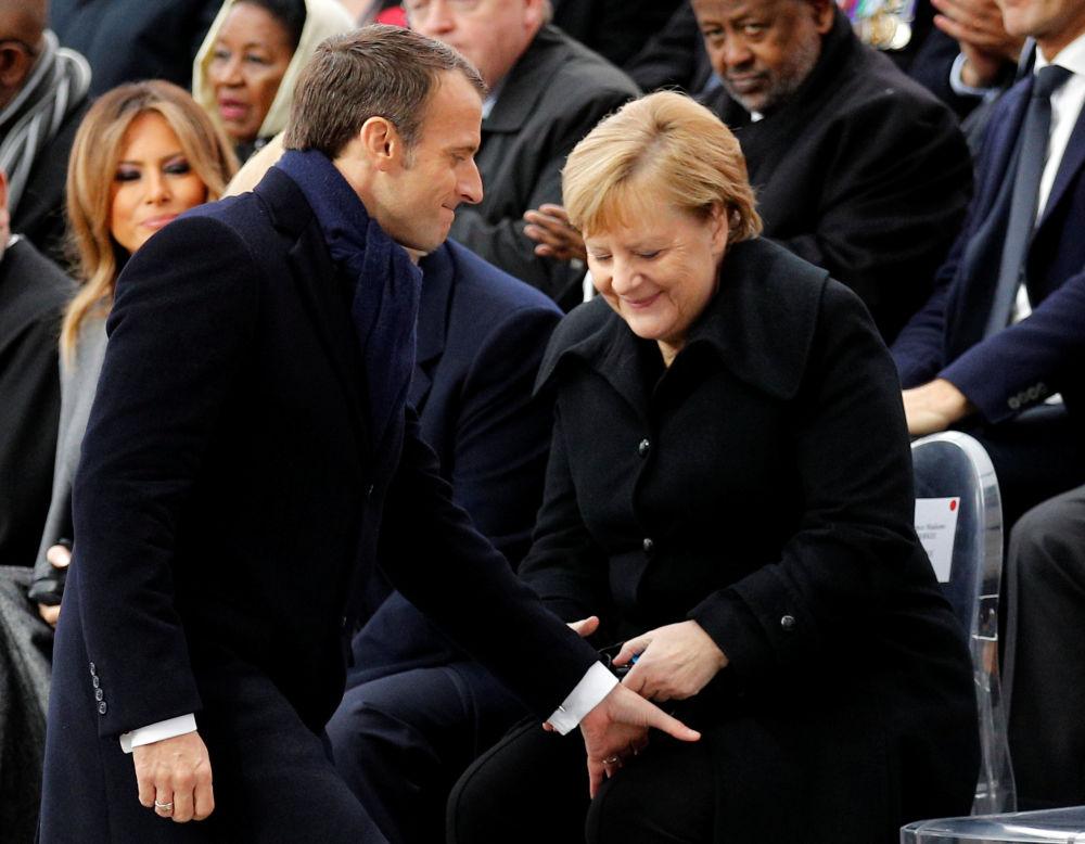 Prezydent Francji Emmanuel Macron i kanclerz Niemiec Angela Merkel na uroczystościach pod Łukiem Triumfalnym w Paryżu z okazji 100. rocznicy zakończenia I wojny światowej