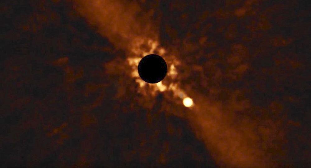 Kadry obracania się planety Beta Pictoris b wokół swojej gwiazdy