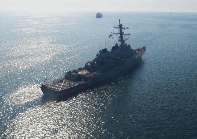 Amerykański niszczyciel rakietowy Donald Cook w akwenie Morza Czarnego