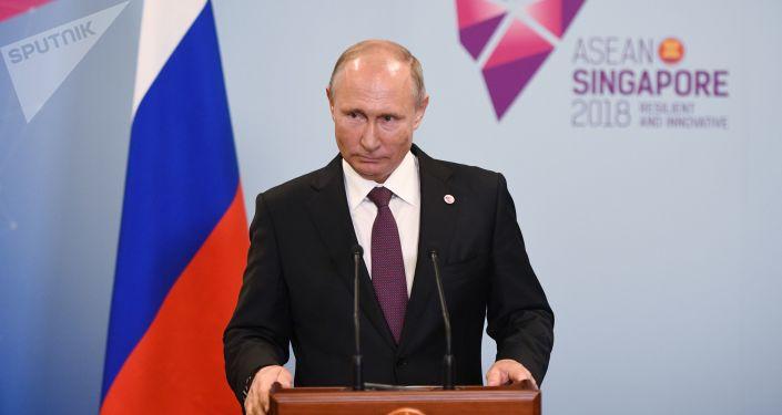 Prezydent Rosji Władimir Putin na konferencji prasowej w Singapurze