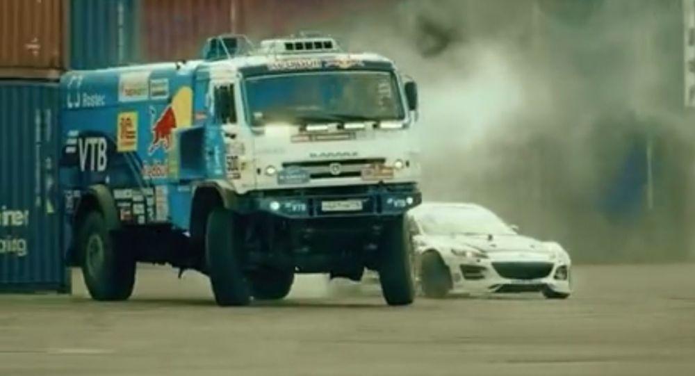 Drift ciężarówką w rajdzie terenowym i Mazdą RX-8