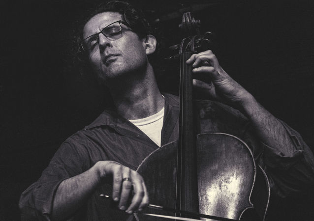 Izraelski wiolonczelista Amit Peled