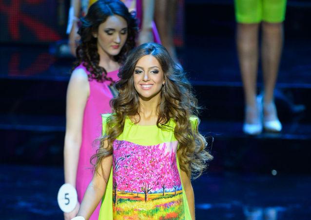 Oksana Wojewodina w finale konkursu Miss Moskwy 2015