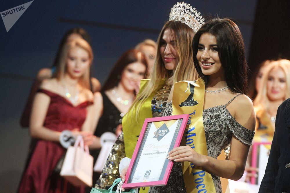 Wiktoria Balojan nagrodzona w kategorii fotomodelka podczas konkursu piękności Top Model Rosji 2018 i Top Model PLUS 2018