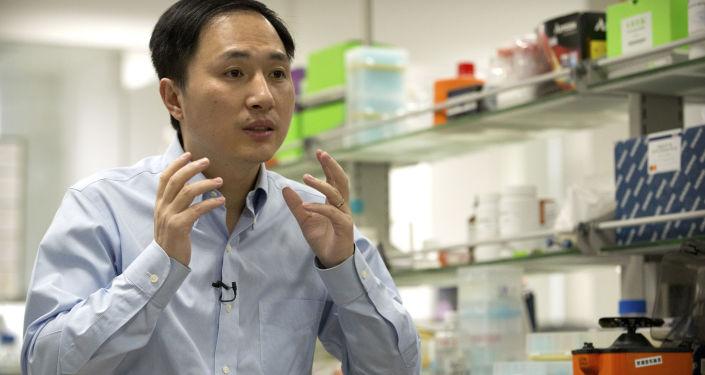 Chiński naukowiec He Jiankui, który przyczynił się do narodzin pierwszych na świecie bliźniąt ze sztucznie zmienionym genomem