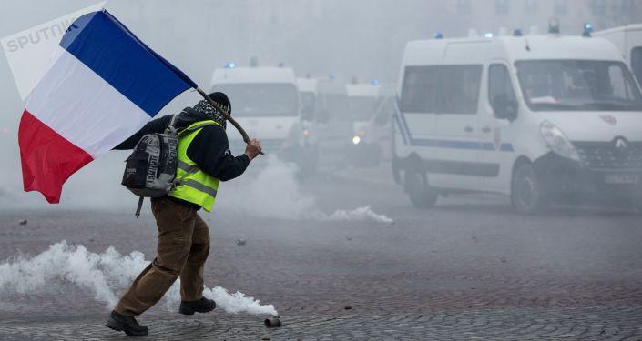 Akcja protestacyjna kierowców żółte kamizelki w Paryżu