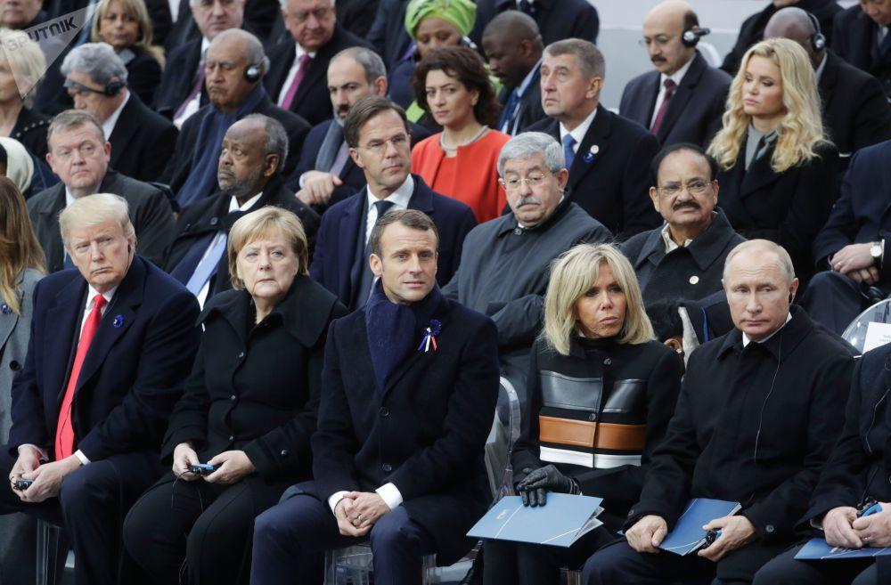 Władimir Putin i Donald Trump na uroczystości z okazji setnej rocznicy zakończenia I wojny światowej w Paryżu