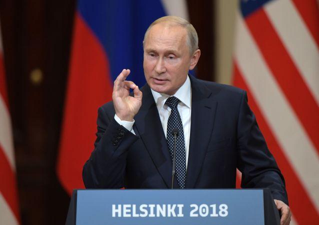 Władimir Putin na wspólnej konferencji prasowej z Donaldem Trumpiem po spotkaniu w Helsinkach