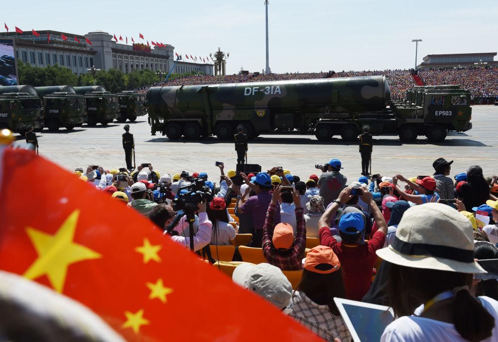 Sprzęt wojskowy podczas defilady z okazji 70. rocznicy zwycięstwa w II wojnie światowej w Pekinie