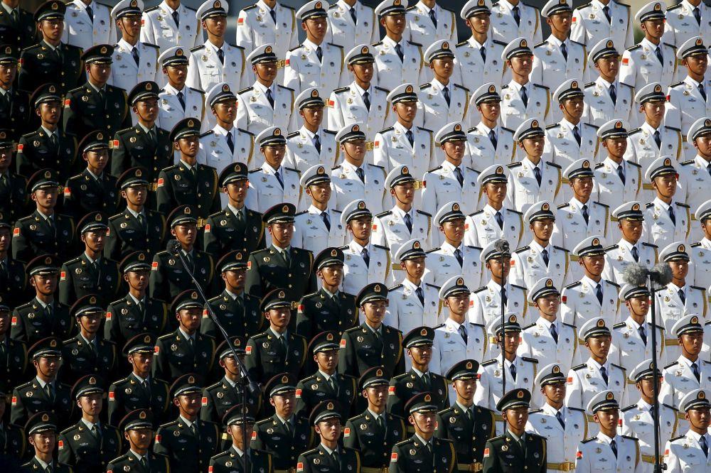 Chiński wojskowy chór podczas defilady w Pekinie z okazji 70. rocznicy zwycięstwa w II wojnie światowej