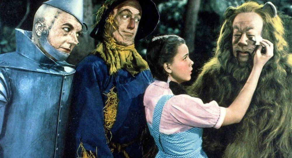 """Kadr z filmu """"Czarnoksiężnik z Krainy Oz"""""""
