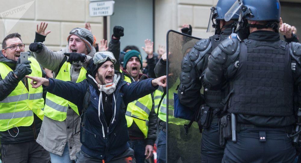 """Protest """"żółtych kamizelek"""