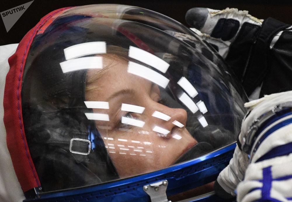 Członek załogi ISS-58/59 astronautka NASA Ann McClain przed startem załogowego statku kosmicznego Sojuz MS-11 na kosmodromie Bajkonur