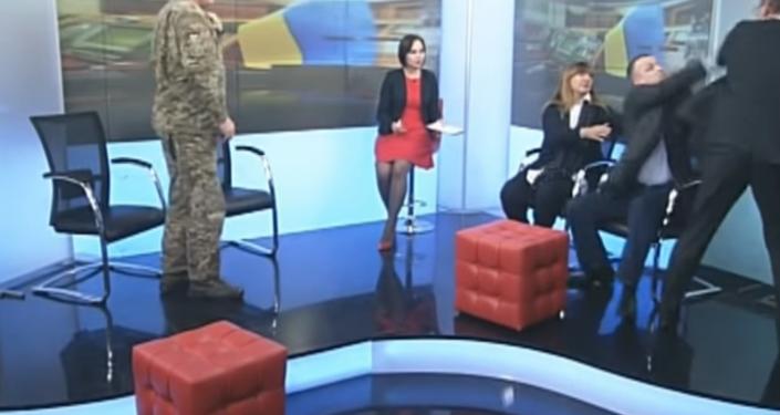 Bójka pomiędzy deputowanymi do Rady Najwyższej Olegiem Barną i Jurijem Lewczenką