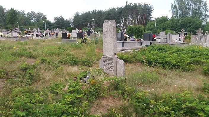 Pomnik zamordowanych radzieckich jeńców wojennych przed renowacją