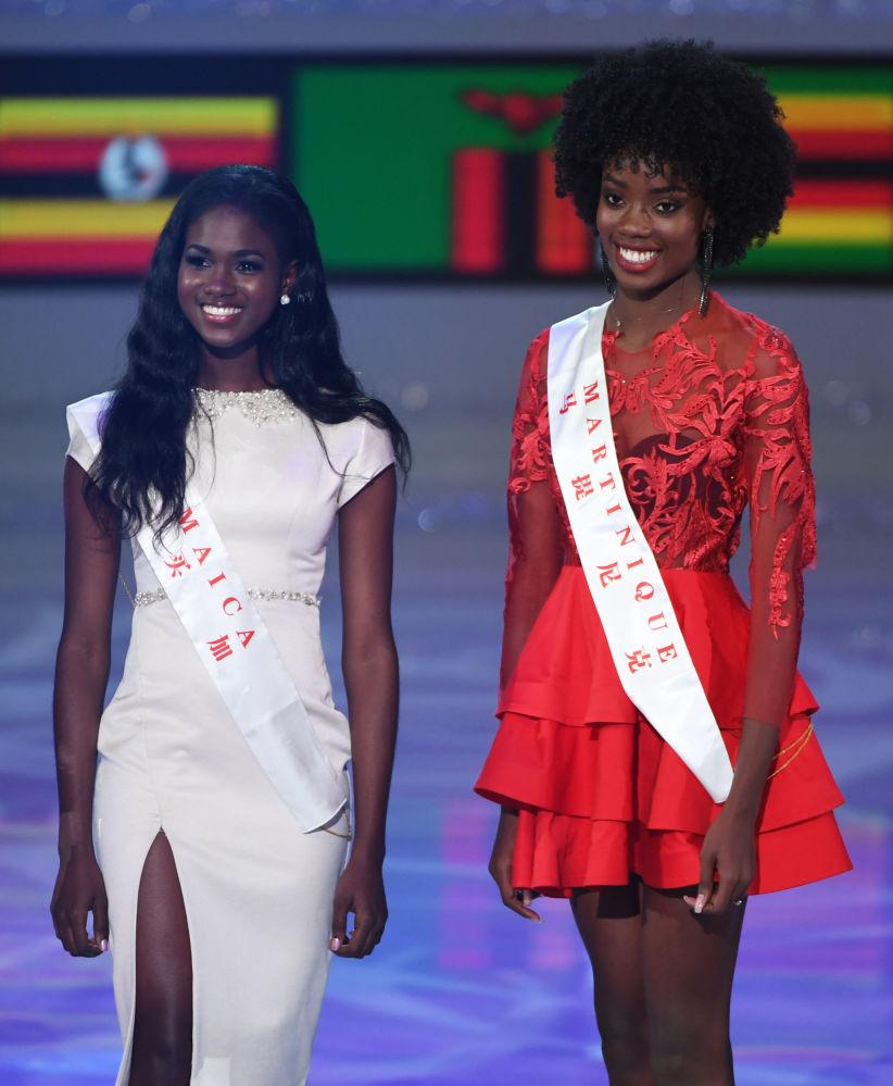 Miss Jamajka Kadijah Robinson (po lewej) i Miss Martynika Larissa Segarel (po prawej)