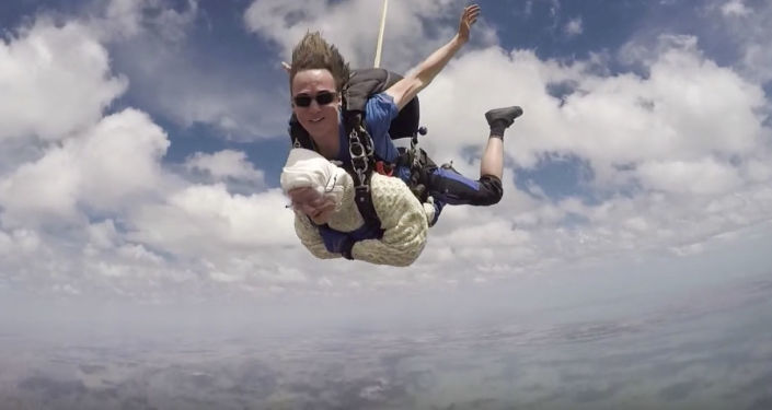 Skok ze spadochronem 103-letniej Austraijki Irene O'Shea