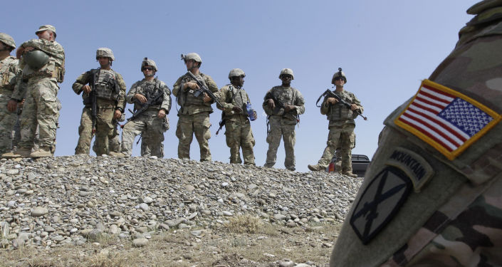 Amerykańscy żołnierze na ćwiczeniach. Zdjęcie archiwalne