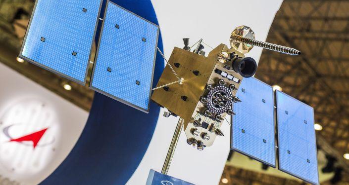 Makieta rosyjskiego aparatu kosmicznego serii Glonass-K