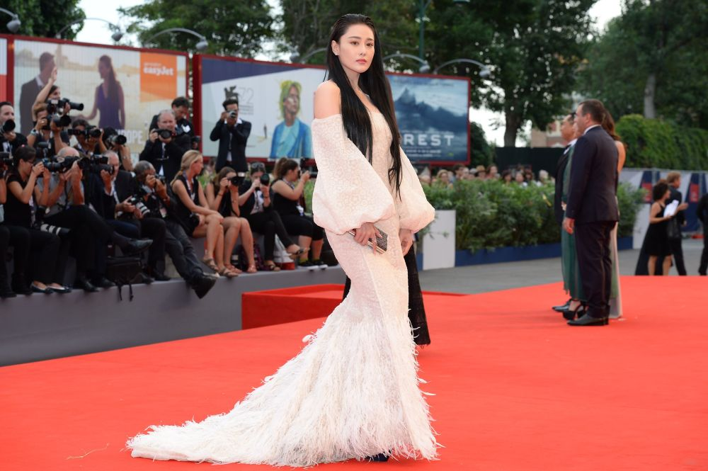 Chińska aktorka Zhang Yang podczas ceremonii otwarcia 72. Międzynarodowego Festiwalu Filmowego w Wenecji