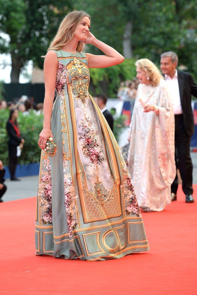 Włoska aktorka Fiammetta Cicogna podczas ceremonii otwarcia 72. Międzynarodowego Festiwalu Filmowego w Wenecji