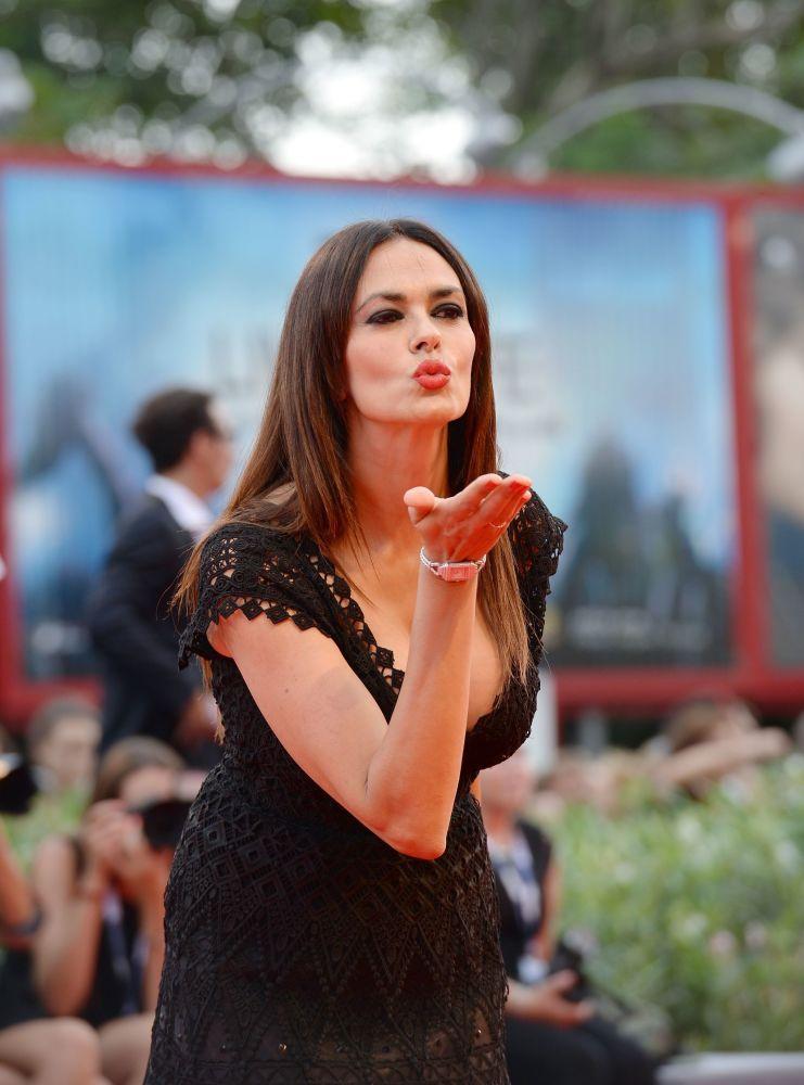 Włoska aktorka, producent i scenarzysta Maria Grazia Cucinotta podczas ceremonii otwarcia 72. Festiwalu Filmowego w Cannes