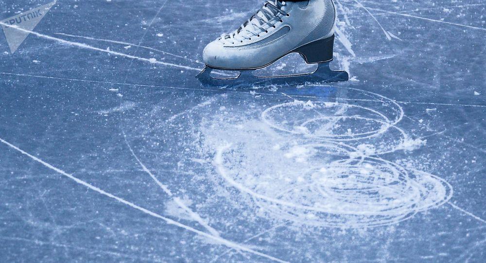 Łyżwy na lodzie
