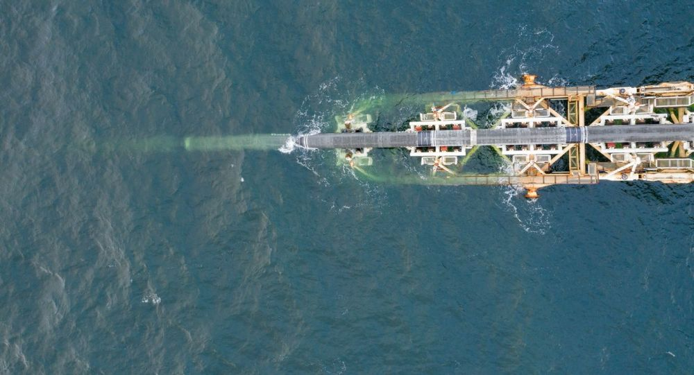 Układanie rur gazociągu Nord Stream 2 na Bałtyku