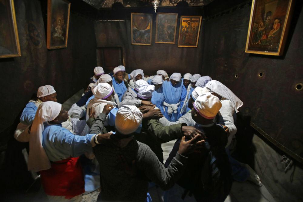 Nigeryjscy pielgrzymi w Bazylice Narodzenia Chrystusa w Betlejem