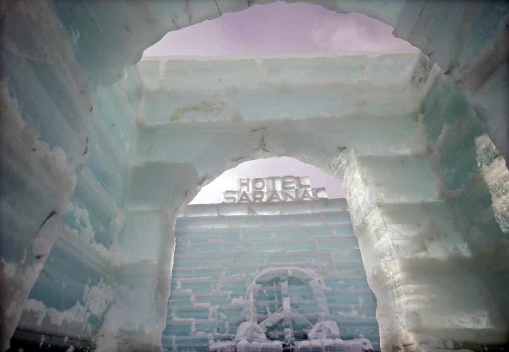 Hotel lodowy Saranac ice palace, USA