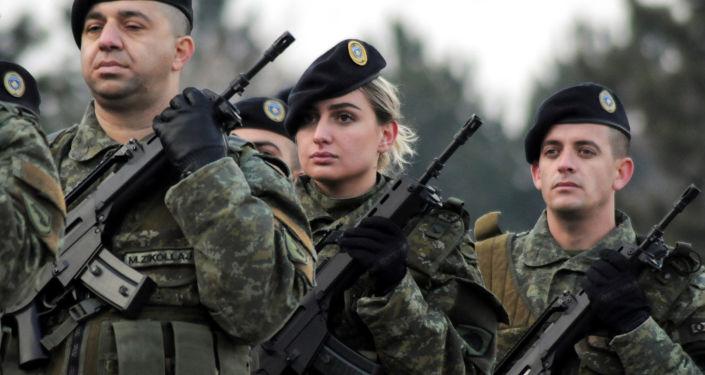 Członkowie sił bezpieczeństwa Kosowa dzień przed głosowaniem w sprawie utworzenia armii narodowej