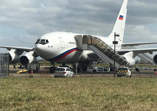 Samolot z wydalonymi z Wielkiej Brytanii rosyjskimi dyplomatami