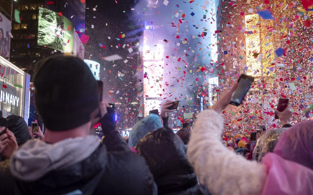 Noc Sylwestrowa na Times Square w Nowym Jorku