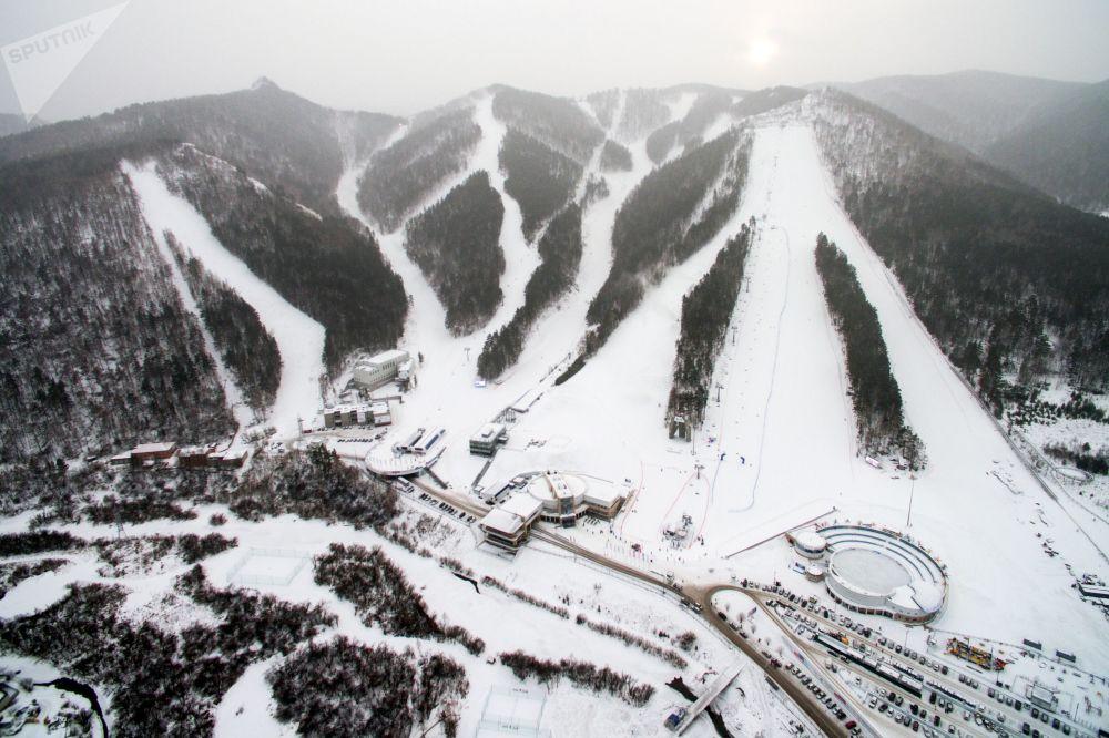 Stok narciarski w kompleksie sportowo-rozrywkowym Bobrowy Log w Krasnojarsku