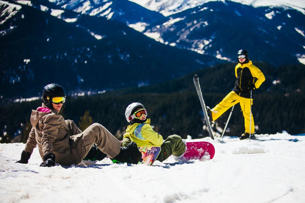Urlopowicze w ośrodku narciarskim Arhiz
