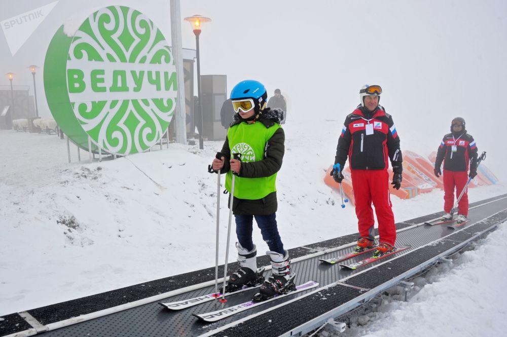 Sportowcy w ośrodku narciarskim Weduczi w Republice Czeczeńskiej